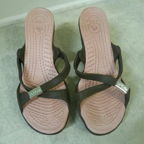 5427ef963e5 CROCS Shoes - Women s size 10 Crocs Cyprus brown and pink sandal